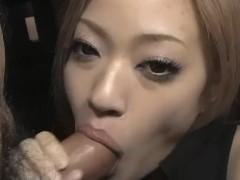 Chinesa fazendo boquete toma gozada na boca