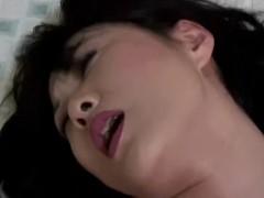 Coroa japonesa safada goza muito com sexo com marido