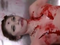 Fodendo uma mulher morta por assassinato